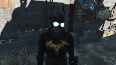 OPTIONAL Mask with glowing goggles