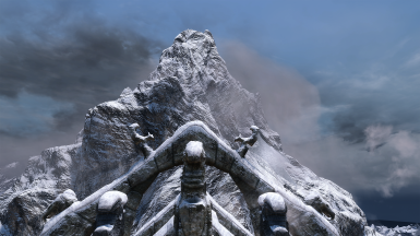 Better Dynamic Majestic Mountains at Skyrim Special Edition
