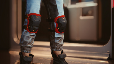 Knee pads in: red gold