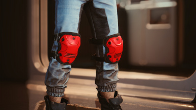 Knee pads in: red